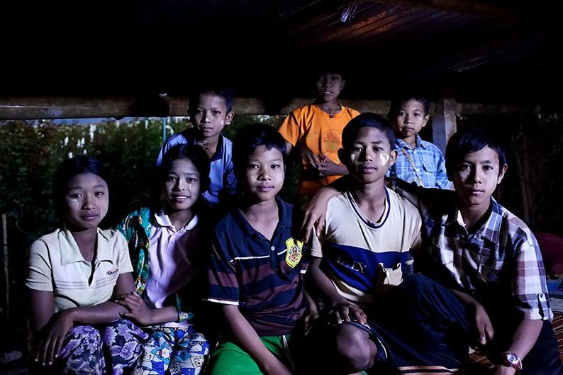 Alumnos birmanos escuelas nocturnas