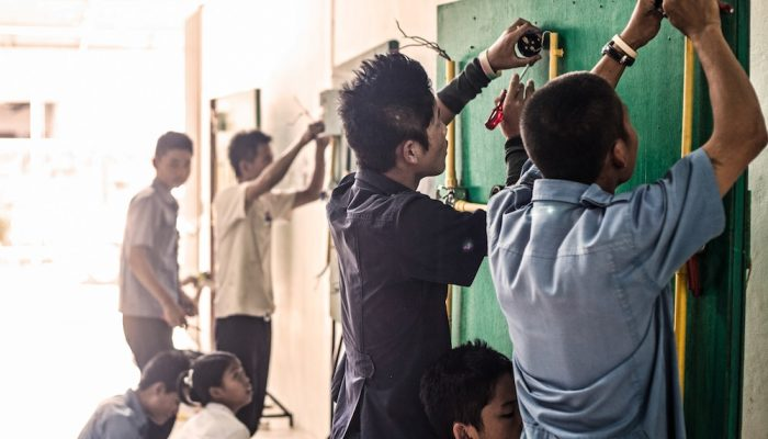 jovenes birmanos centro profesional