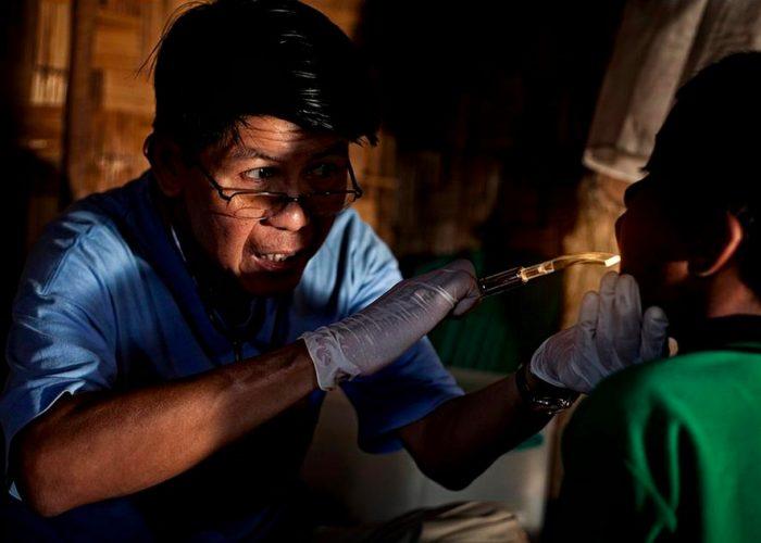 equipo medico movil dr thin zaw